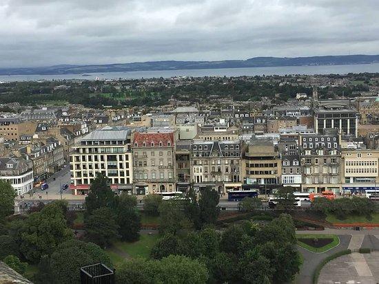 Edinburgh Castle Entrance Ticket: View of New Town, park and Princes St.