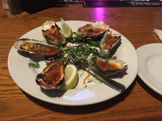 Nicasio, Kalifornie: Grilled BBQ oysters.