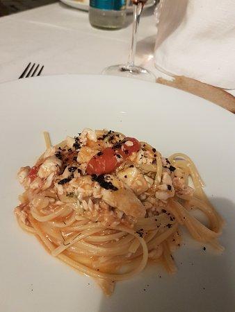 Linguine con palamita e olive nere