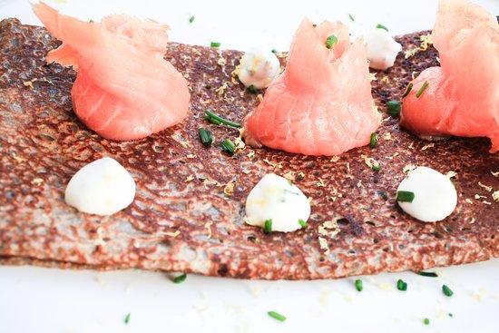 Galette Nordique : Salmon, cream, chive.