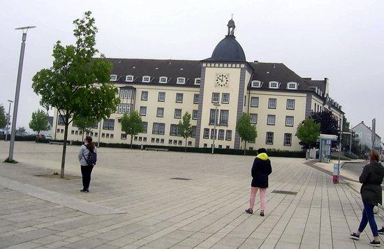 Sassnitz, Německo: Gegenüber der Rügen Galerie...