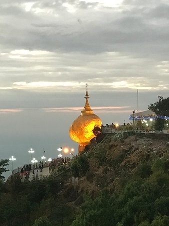 Mon State, Birma: This is beautiful Golden Rock which is one of the most famous area in Myanmar. Travelers should visit to golden rock for local experiences, beautiful surrounding, unique temple and amazing sunset and sunrise. If you are interested in the one night two days tour ,please check this link            https://www.tripadvisor.ca/AttractionProductReview-g294191-d17565152-Yangon_Golden_Rock_Yangon_Day_Return-Yangon_Rangoon_Yangon_Region.html
