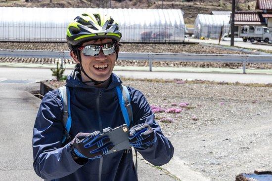 1-Day Rural E-Bike Tour in Hida: Daiseku in action