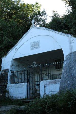 Un peu surpris que ce lieu a été un lieu de pèlerinage, c'est à dire une foule de pèlerins venus de la Corse entière car ce sanctuaire mérite une rénovation et la mise en place de panneaux explicatifs par la ville de Nonza.