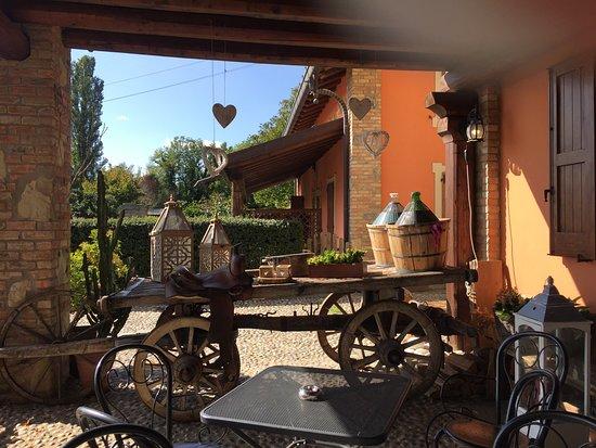 Monguzzo, Italië: Decorazioni all'entrata