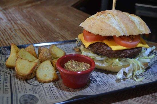 Bar Restaurante D´Capricho Los Marines, Gastronomía 100% onubense en plena Sierra de Aracena.