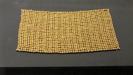 Estupenda pieza ornamental realizada totalmente en oro con gran maestría