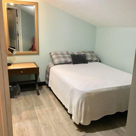 Room 4 mezanino