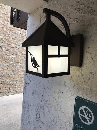 Nice decor, with a blackbird - 1