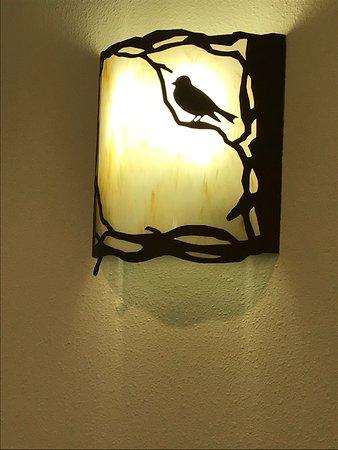 Nice decor, with a blackbird - 2