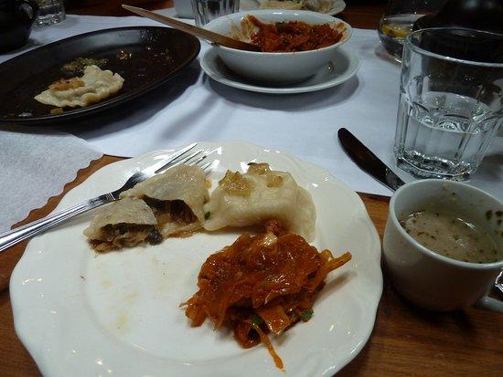 Essen & Wodka von Krakau: perogies and bigos