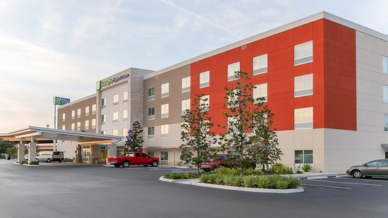 Holiday Inn Express & Suites - Tampa East - Ybor City Hotel