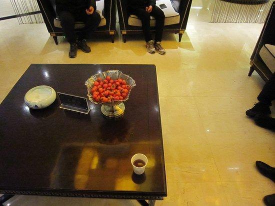 エントランスロビーには、ミニトマトがありました。