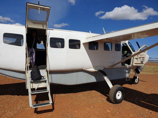 Národný park Maasai Mara, Keňa: Boarding a bush plane at Keekorok Airstrip