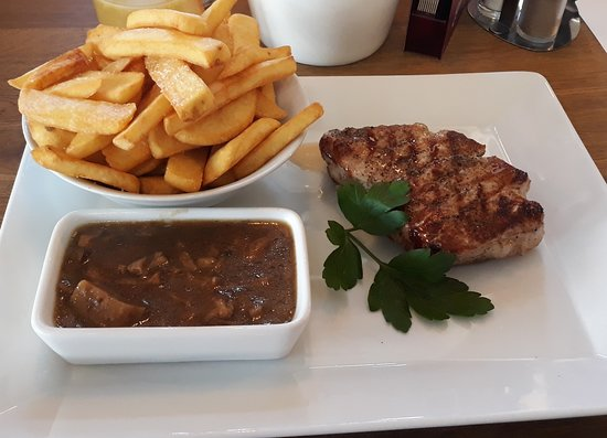 Lysa nad Labem, República Checa: Vysoký vepřový steak, omáčka z lesních hub a steakové hranolky