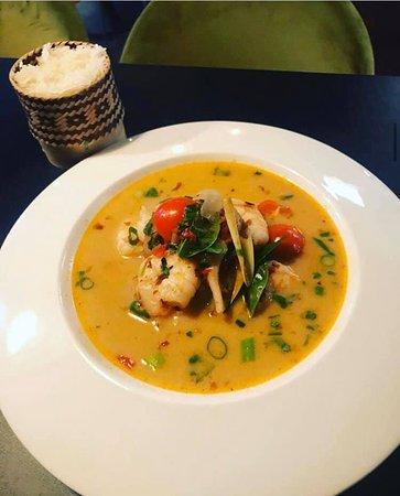 Goi's Tom Yum Goong  🍂 Nå begynner høsten å komme for fullt og hva er vel da bedre enn en varm og deilig suppe. Denne suppen med chili og scampi er perfekt for en sur og kald høstkveld når du trenger noe som river litt i halsen 🍁 139,-
