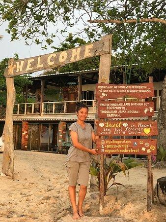 Kuala Penyu, Malaysia: * * 🌴 🗺 Just fix up our signboard 😁 * * ~ ❤️ Reflection of sunset ❤️ ~ @nagapuribeachretreat . .. ... .... ..... ...... #travel #traveler #traveller #traveling #travelling #travelphotographer #happyholidays #travelgram #sunset #beach #accommodation #barbecue #foodporn #seafood #kualapenyu #visitkualapenyu #sabah #sabahtourism #visitsabah #malaysia #visitmalaysia #guestsloveusbookingcom #hotelier #korea #japan #taiwan #foodporn #sunset #tgis #gardening
