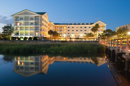 Courtyard Charleston Waterfront Hotel