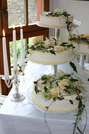 Scheibenberg, Deutschland: Hochzeitstorten fertige ich gern nach ihren Wünschen