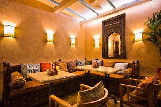 В Центре «Керала» есть возможность попробовать блюда индийской кухни. Специалисты центра из Индии порадуют вас вегетарианскими, по-домашнему вкусными и очень полезными блюдами.