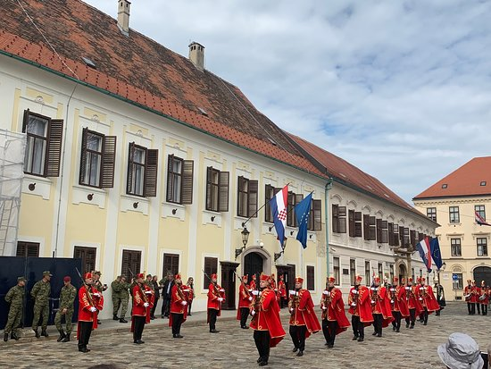 Best of Zagreb Private Tour with Funicular Ride and WW2 Tunnels: Changing of the guard