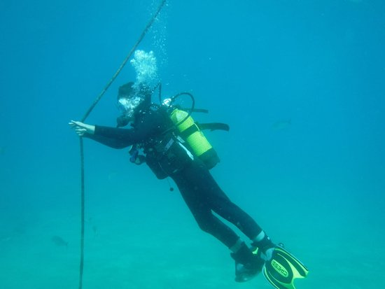 Rope Decent During PADI Open Water Course