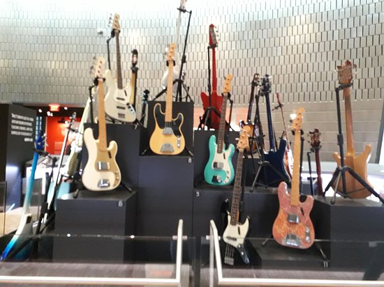 Studio Bell General Admission: Home of the National Music Centre: collection de guitares