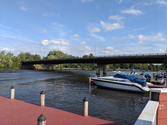 Bridge Bar and Restaurant