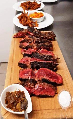 """La Sauve, Frankrike: Maintenant à la carte:  Cote de bœuf du Limousin 1,2 kg  """" Boucherie Sadiracaise """"  à partager à 2."""