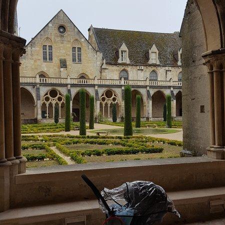 Asnieres-sur-Oise, Fransa: Abbey