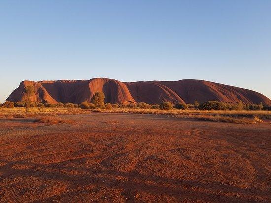 Фотография Highlights of Uluru Including Sunrise and Breakfast