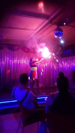 Sparkles show time