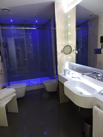 Cool Multiple Option For Bathroom Lighting Which Served