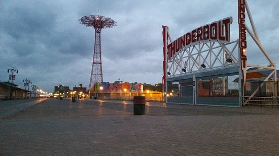 Brooklyn, NY: My early morning bikeride on the boardwalk