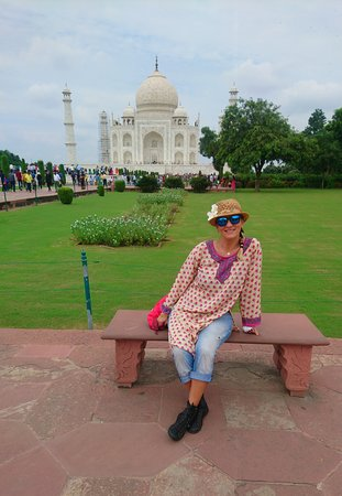 Private 4 day Golden Triangle Tour With Accomodation: In a magnificent garden of Taj Mahal!