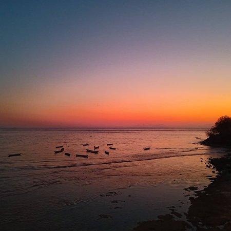 Sunset from Lembongan   https://yabaligili.id/ https://yogiartha63141.wixsite.com/yabaligili  #yabaligili #tripadvisoryabaligili #gili #lembongan #lombok #nusapenida #fastboat #balicili #baligasm #explorebali #balidaily #wonderfulindonesia #baliguide #baliisland #baliindonesia #explorebali #visitbali #balitrip #baliholiday #balitravel #ubud #バリ #バリ島旅行 #バリ島観光 #日本語ガイド #女子旅  @cnb.leather