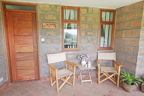 Nanyuki Municipality, Kenya: Patio of Fuchsia Suite overlooking the gardens.