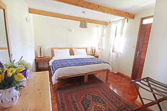 Nanyuki Municipality, Kenya: Fuchsia Suite configure as a double room with king size bed.
