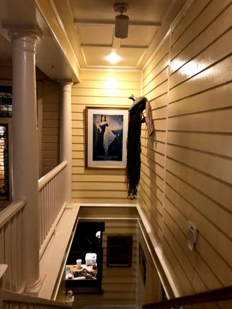 Pittypat's Porch: Stairway to downstairs (main) dining area