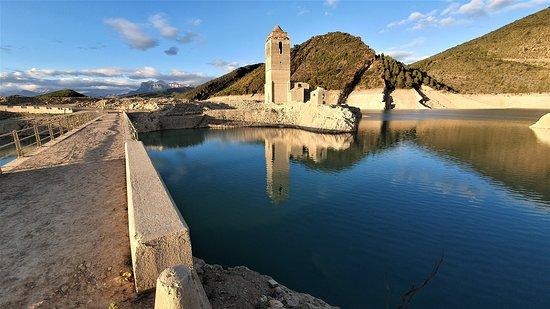 Mediano, Spain: Magnifique vue sur les Pyrénées