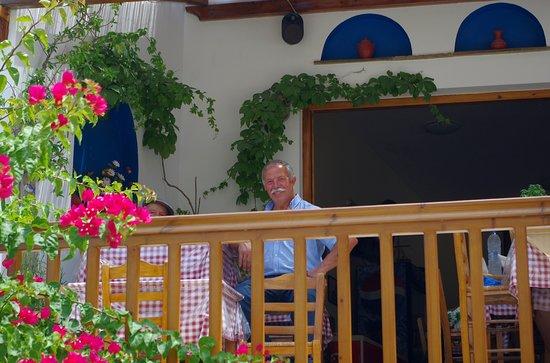 Lionas, Hellas: Il proprietario della taverna (Manolas, se non erro). Estremamente gentile, fa molto bene il suo mestiere