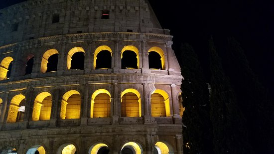 Rome Highlights Segway Tour with Pantheon and Trevi Fountain: Colosseum looks so pretty at night!