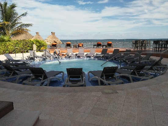 "A ""tranquilo"" jacuzzi at Marina Resort"