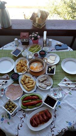 İsteyen misafirlerimize hazırladığımız serpme kahvaltı.