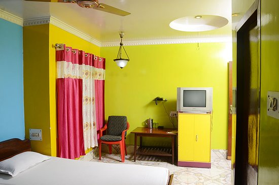 DOUBLE BED (AC / NON AC) ROOM
