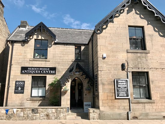 Hebden Bridge, UK: The Old Police Station building dates from the 1860s and is the perfect home for an antiques centre with eight unique rooms set over two floors.