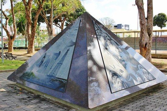 Praça 22 de Agosto, a pirâmide