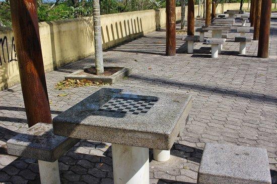 Praça 22 de Agosto, mesas de xadrez