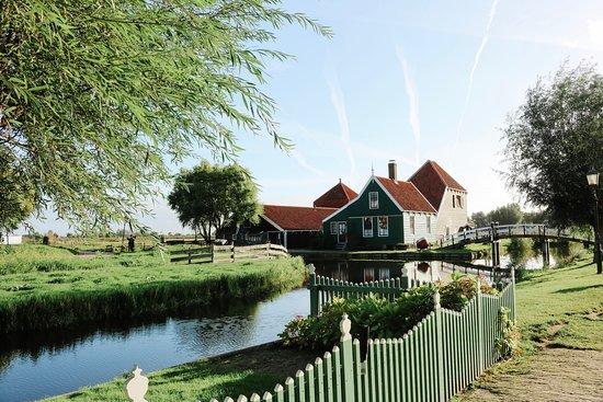 Day Trip to Zaanse Schans, Edam, Volendam and Marken from Amsterdam: Picture perfect Zaanse Schans
