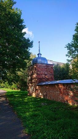 Десятинный монастырь. Северо-западная башенка ограды монастыря постройки 1820 года. Единственная сохранившаяся.
